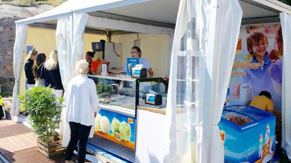 Strålande sol på Matchcup och glass i stora lass på Marstrand!