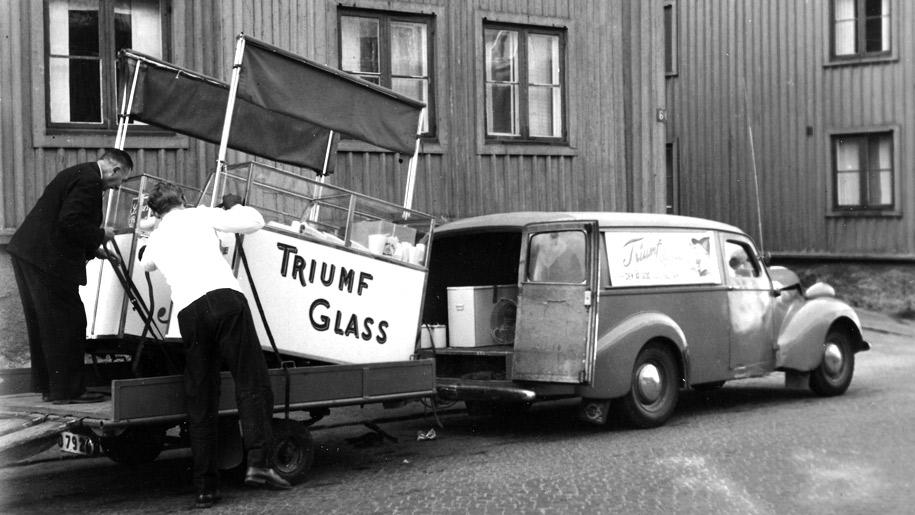 Allmänna vägen 1946. Glassbil med glassdisk
